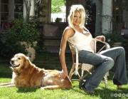 Памела Андерсон (Pamela Anderson) с лабрадором по кличке Стар.