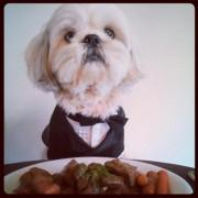 Как настоящий джентльмен, переоделся к обеду