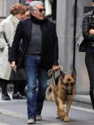 Роберто Кавалли так любит животных, что пару лет назад стал выпускать одежду для домашних питомцев Roberto Cavalli Pets. Интересно, а есть ли у немецкой овчарки Лупо наряды Haute Couture?