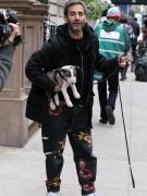 Модный дизайнер Марк Джейкобс рассказывает: «Я люблю проводить время дома, в Париже. Иногда, когда иду в офис, беру с собой собаку и мы гуляем до работы». Кстати, Джейкобс доказал свою любовь к животным прошедшим летом. В рамках проекта Runway to Win он создал коллекцию товаров для питомцев, направленную на поддержание Барака Обамы в президентской гонке