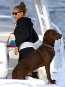 «У нас есть собаки, о детях же мы пока не думаем», - однажды заявила Анна Курникова, когда в прессе в очередной раз появилось сообщение о беременности теннисистки. Не обращая внимание на слухи, Анна и Энрике наслаждаются жизнью вдвоем. Точнее, втроем - своего питомца Джека пара берет даже на прогулки на катере