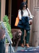 Еще одна поклонница шоколадных лабрадоров - актриса Люси Лью