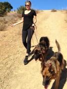 Этих немецких овчарок Хайди Клум и ее экс-супруг певец Сил купили своим детям, но не смотря на это, гуляет с ними мама. Модель обожает эту породу за послушность. «Дети очень хотели, чтобы у нас были собаки. Если бы в моей большой семье были другие, невоспитанные и непослушные собаки, было бы очень тяжело», - делится модель